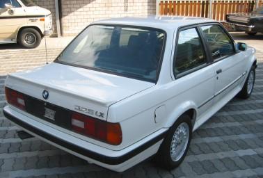 BMW 325 iX. Vista Trasera.
