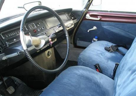Salpicadero Citroën DS. Tapizado interior en azul.