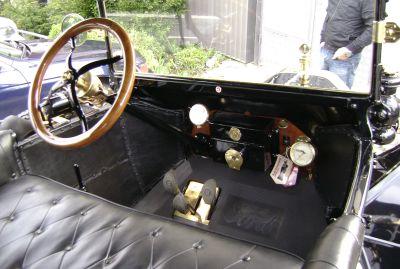 Interior y pedales del Ford T