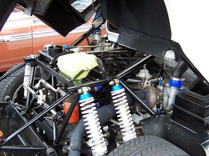 Motor Ford RS200. Suspensión idependiente de doble amortiguación.