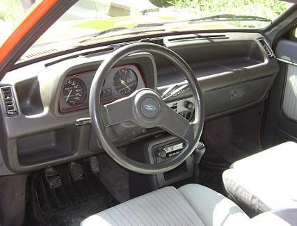 Ford Fiesta MKI XR2. Equipamiento interior.