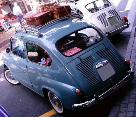 SEAT 600 D. Porta equipajes de la época.