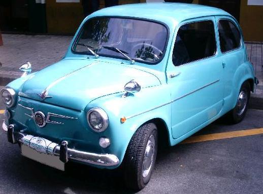 SEAT 600 D. Retrovisores sobre aletas.