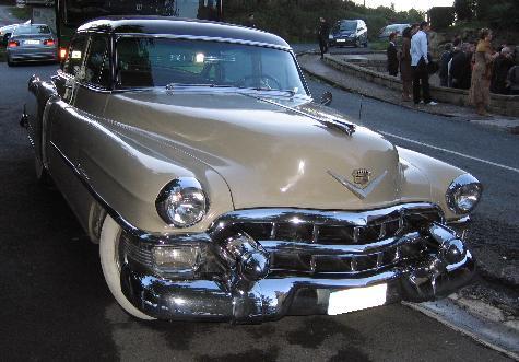 Cadillac Series 62 de 1953. Frontal cromado.