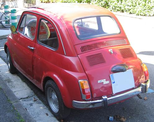 FIAT 500 descapotable. Vista trasera.