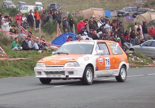 Itziar Alonso, única mujer participante en el rally, en su Citroën AX GTI