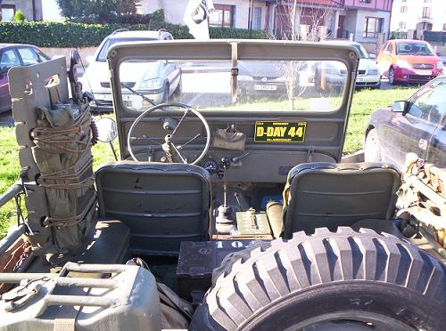 Jeep Willys Militar Normandia. Equipamiento inerior.