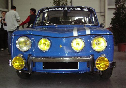 Renault 8 Gordini. Frontal de 4 faros.