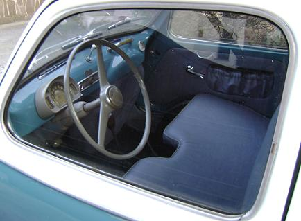 FIAT 600 Multipla. Interior, volante y salpicadero