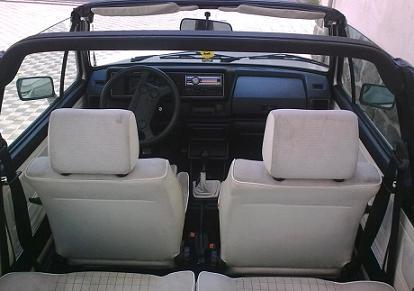 Volkswagen Golf MkI Cabrio. Interior en blanco.