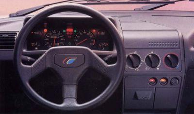 Peugeot 205 Rallye. Interior y volante específico.