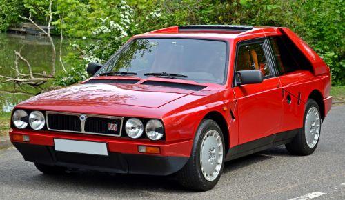 Lancia Delta S4 Stradale. Versión de calle.