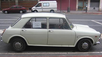 AUTHI Austin 1300 año 1972. Vista Lateral.