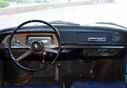 Renault 10. Salpicadero, Volante y equipamiento interior