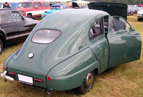 Saab 92. Vista trasera. Las primeras unidades no equipaban puerta de maletero.