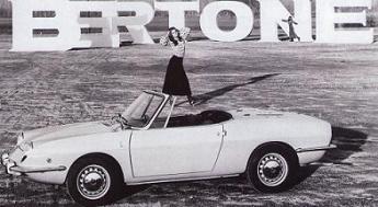 SEAT 850 Spider diseñado por Bertone